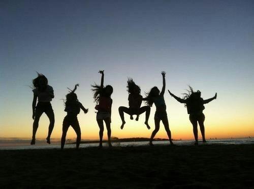 ジャンプする人たち