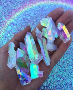 虹色に輝くストーン