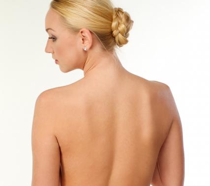 女性の背中